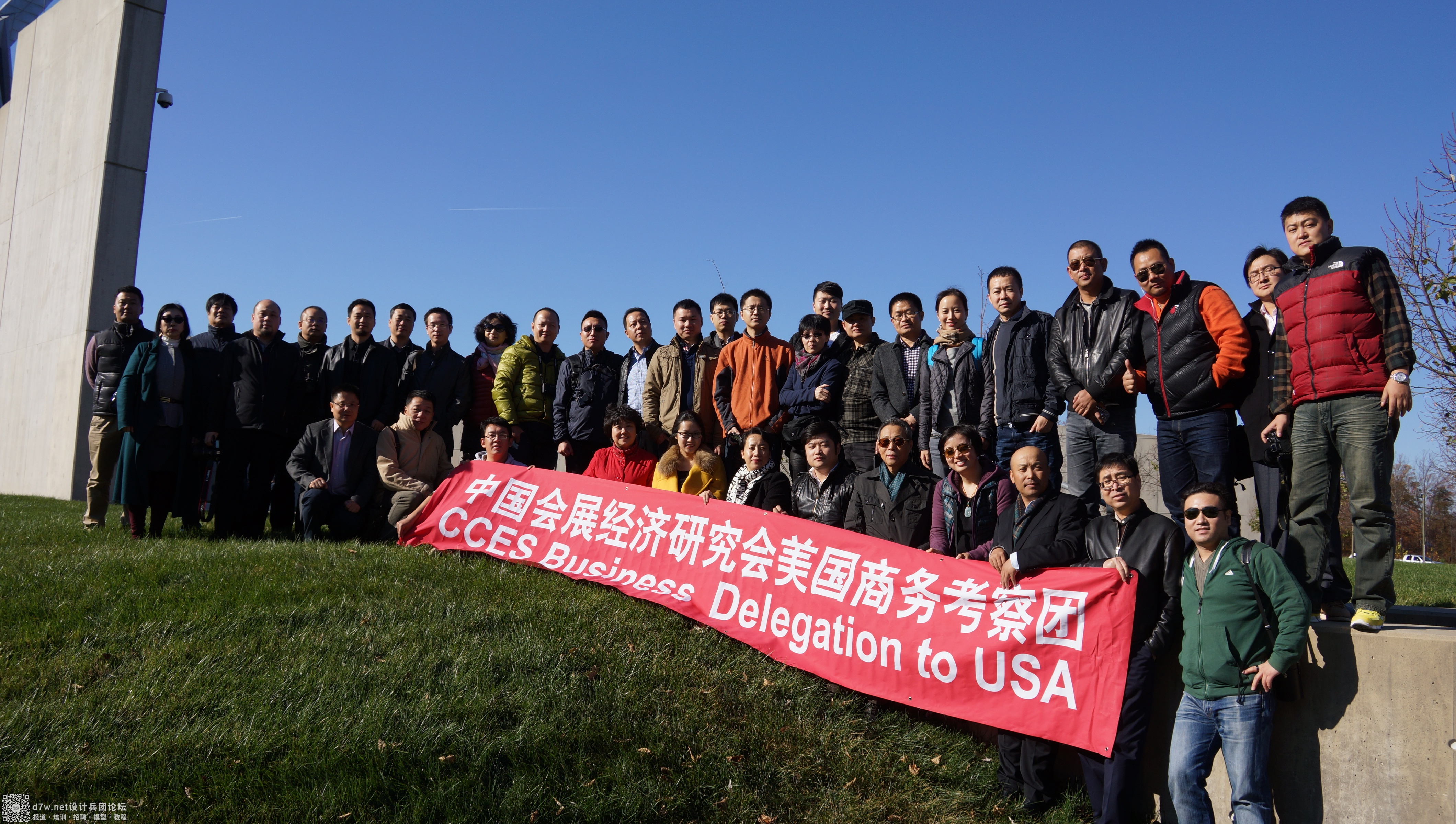 甲方、专家和学员合影 (拍摄于美国海军陆战队博物馆前)